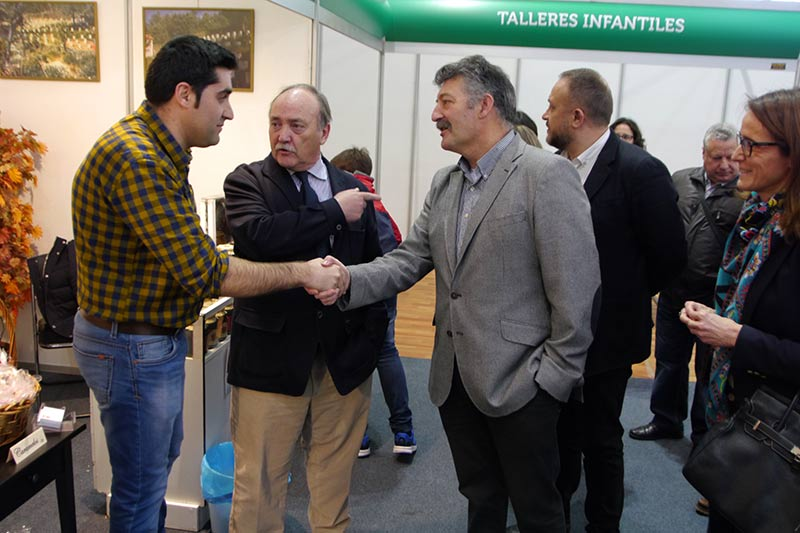 José Manuel Otero, Ángel Calvo y Gerardo Álvarez Courel inauguran la 14ª Feria Agroalimentaria de Bembibre. Foto: Raúl C.