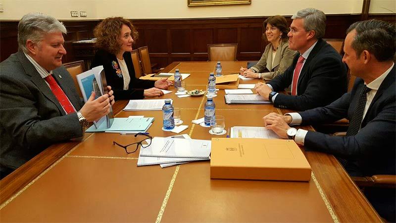 Reunión Enrique Fernández y Gloria Fernández Merayo.