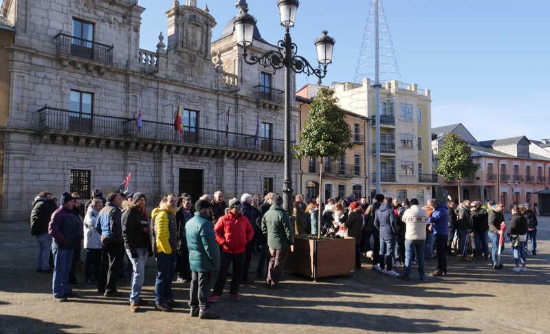 Concentración de los trabajadores de las empresas auxiliares de Compostilla II. Foto: Raúl C.