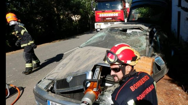 accidente-valtuille-bomberos.jpg