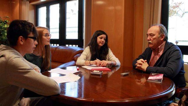 alumnos-entrevista-alcalde.jpg