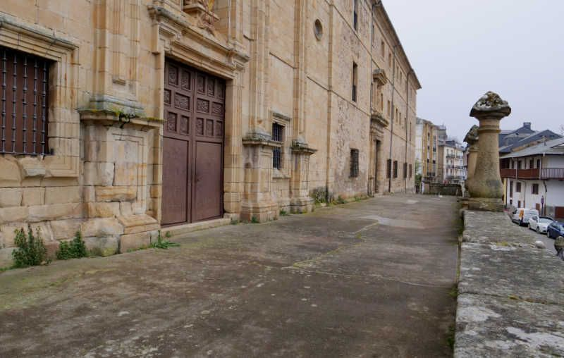atrio-iglesia-san-nicolas-villafranca.jpg