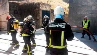 bomberos-en-fundacion-santa-barbara.jpg