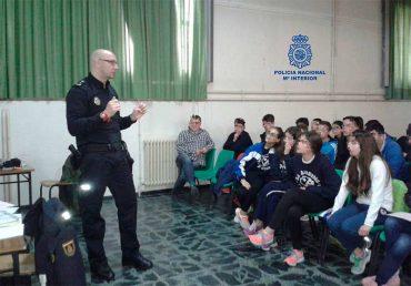 charlas-policia-nacional-en-institutos.jpg