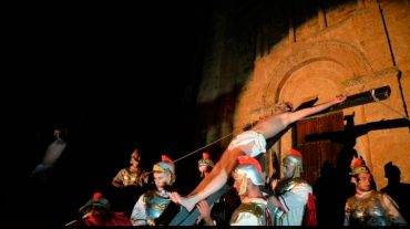 crucifixion-viviente-jesus-corullon.jpg