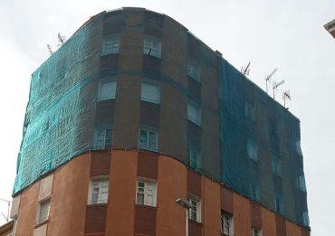 edificio-con-tela-protectora.jpg