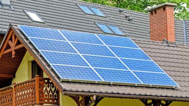 panel-solar-en-tejado.jpg