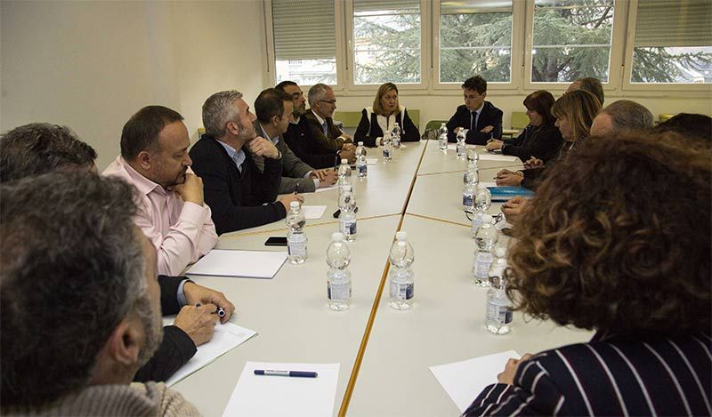 pilar-del-olmo-reunion-alcaldes-mineros.jpg