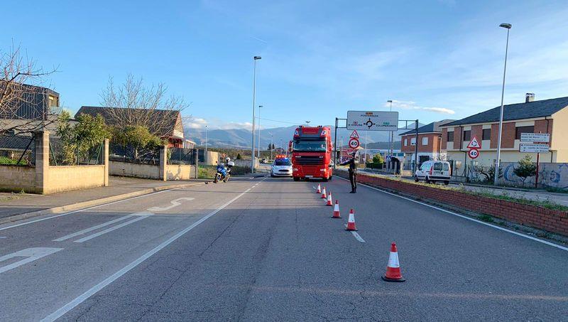 policia-municipal-vigilancia-camiones.jpg