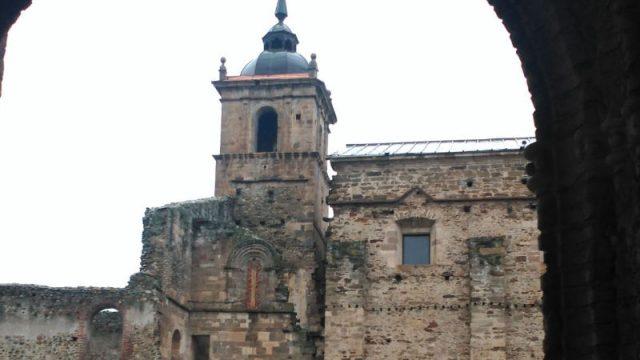 torre-monasterio-santa-maria-carracedo.jpg